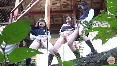 SL-117 03 Group of Japanese schoolgirls peeing during excursion