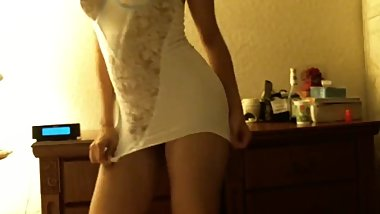 Hot sexy MILF twerks her big ass in this too short minidress upskirt view !