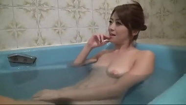 Japanese Girl Farting in Bath