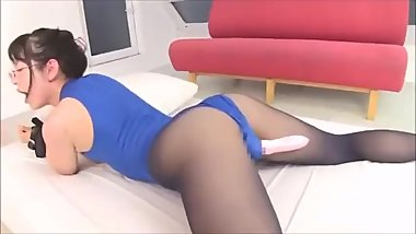 Japanese girl in pantyhose and leotard vibed