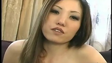 Pussy shaved asian babe gets fingered part2