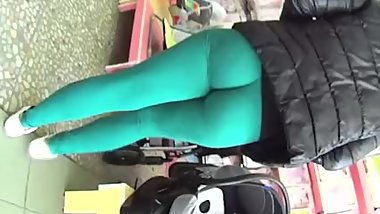Huge butt blonde MILF walking in too tight leggings & thong in the street !