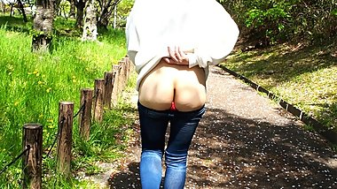 Japanese Wife Public flashing in the park - The Secret aˆ?VLOGaˆ? Episode 3